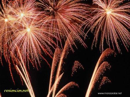 kutlama-resimlerihavai-fisek-fotografla-815375834-orta